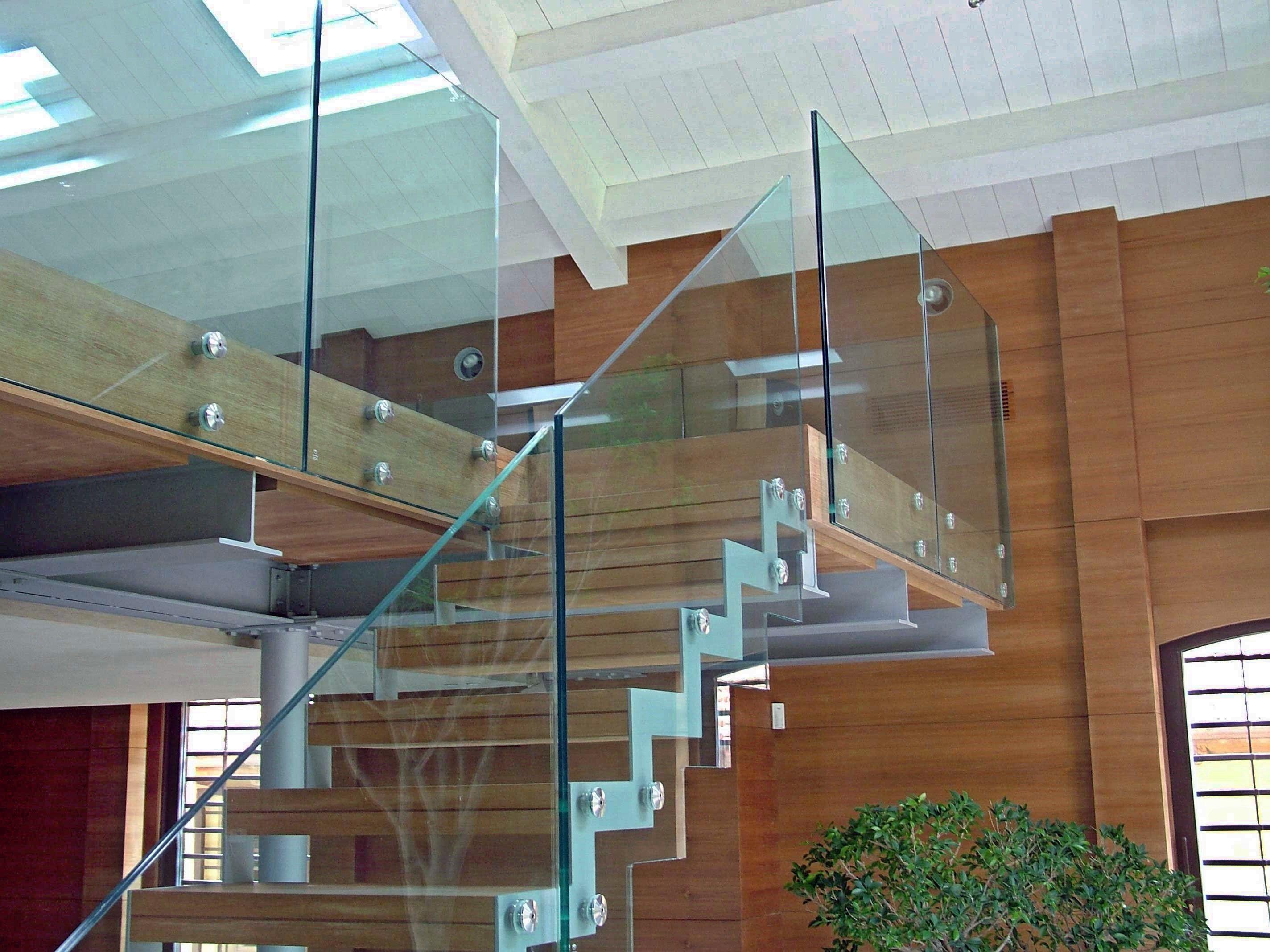Купить стекло 8 мм. Оптовые поставки каленого стекла 8 мм