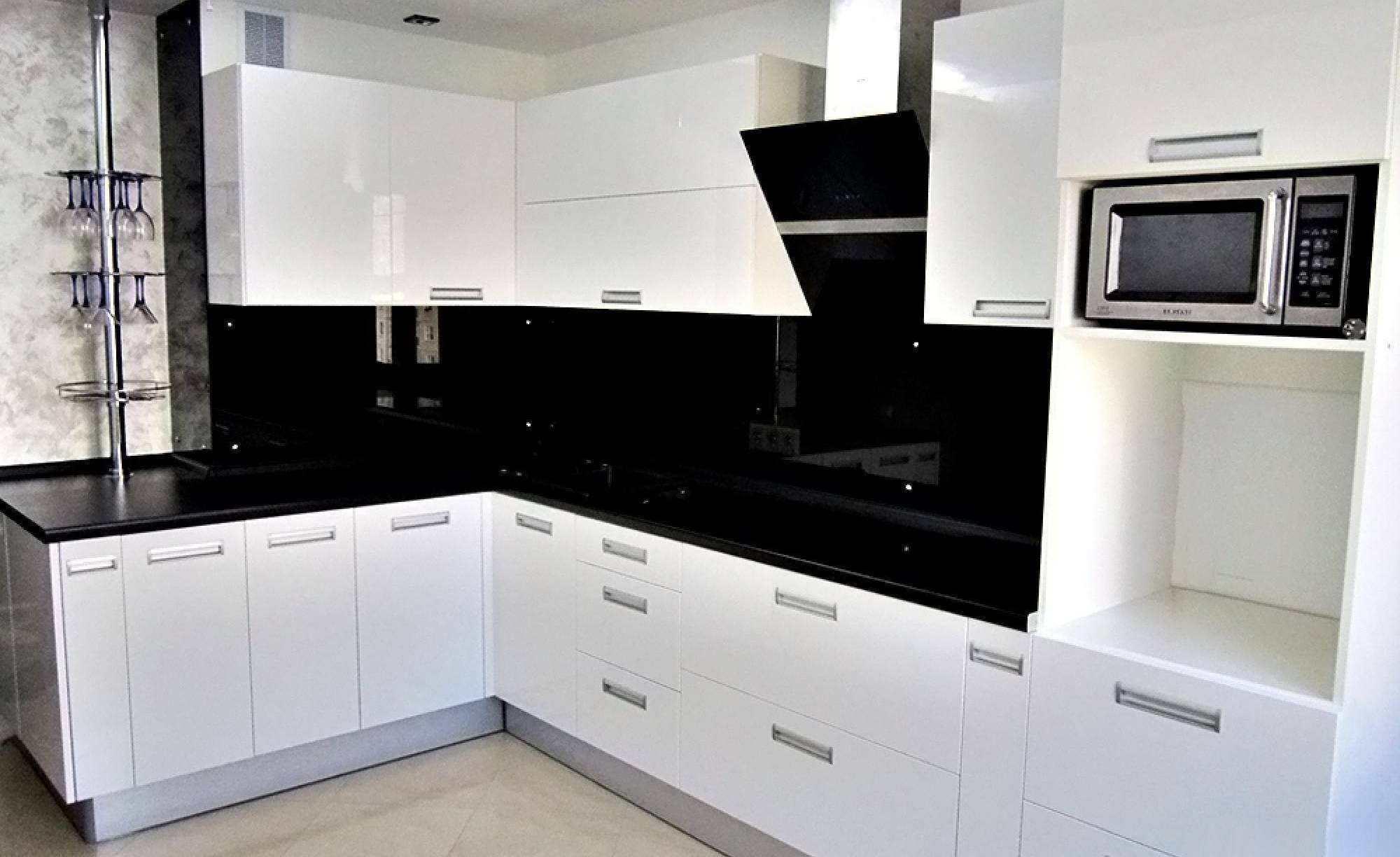 Чёрный кухонный фартук заказать в компании «ДомГласс»