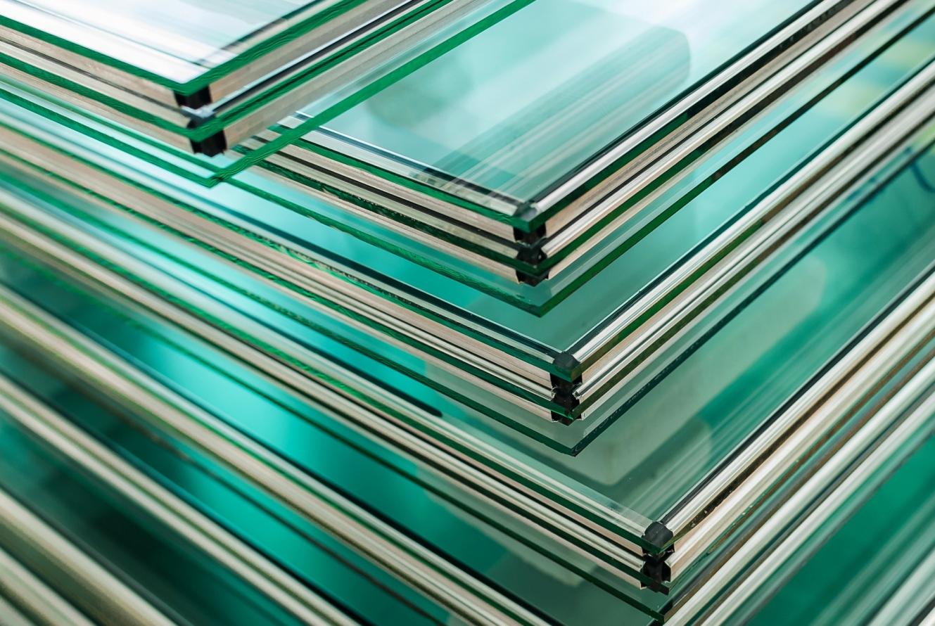 Заказать изготовление стеклопакетов с триплексом любых размеров, форм и конфигураций можно в компании «ДомГласс» (Москва)